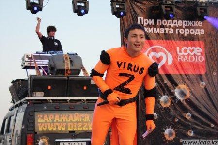 В Актау прошла вечеринка под лозунгом: «Против: наркотиков и табакокурения! За: энергичный и здоровый образ жизни!».