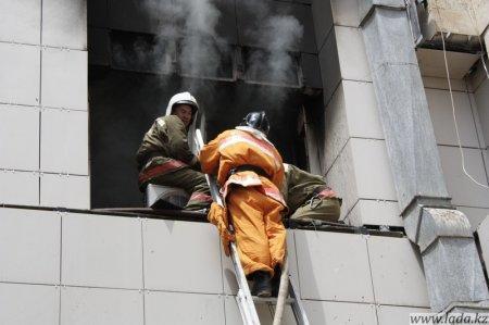 Сегодня в Актау горело здание мангистауского областного акимата.