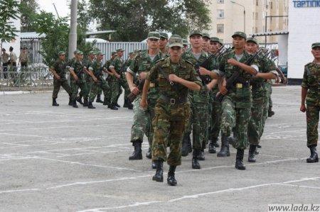 Солдаты Внутренних войск приняли присягу в Актау.