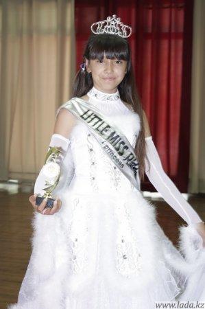 Воспитанницы театра моды «Колибри» вернулись с двух международных конкурсов - «Best Child Model of the Word-2011» и «Little Miss Planet-2011» - не с пустыми руками.