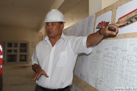 Заместитель Управляющего директора НКОК Жакып Марабаев посетил объекты социального назначения, реализумые в рамках проекта в Мангистауской области