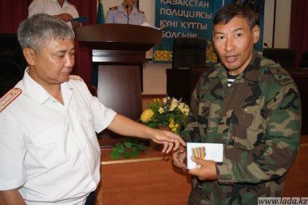 За безупречную службу в полиции мангистауских полицейских наградили медалями.