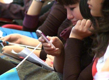 Казахстанские операторы сотовой связи снизили цены почти вдвое