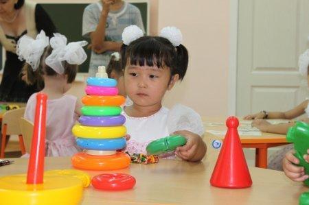 В Казахстане за три года хотят построить всего три детских сада