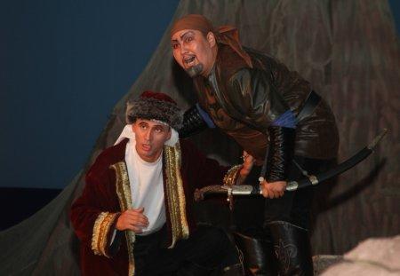 Спектаклем «Акбобек» открыли девятый театральный сезон в Актау