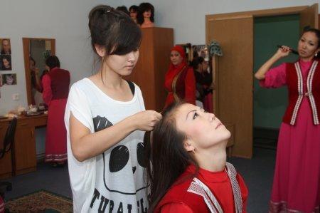 Актриса Айнура Нуренбетова и гриммер Гаухар Жолдасбай