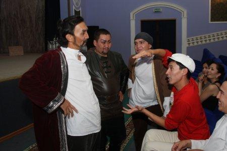 Группа актеров перед представлением