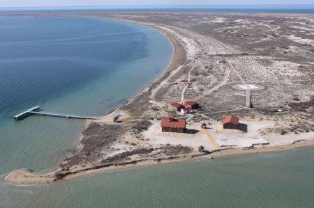 Президент России призвал усилить экологический контроль на Каспии