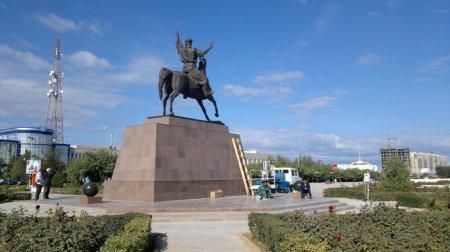 Первые фотки памятника Курмангазы на Ынтымаке