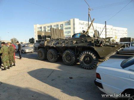 В Актау  столкнулись БТР и кабриолет