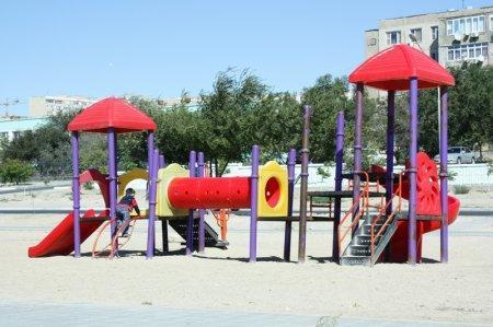 Предприниматели установят новые детские площадки внутри микрорайонов Актау