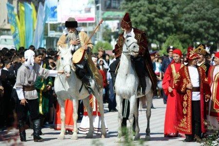 На день рождения Актау получил памятник Курмангазы Сагырбайулы