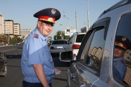 """Водителей Казахстана """"разводят"""" на права?"""