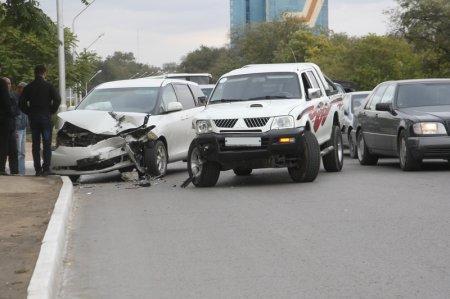 Пикап и минивэн столкнулись на дороге во втором микрорайоне Актау