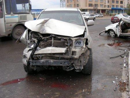 Серьезная авария произошла в Актау между 12 и 14 микрорайонами (ДОПОЛНЕНО)
