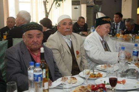 Акимат города Актау устроил торжественный прием для пожилых людей