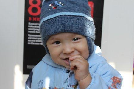 Жители Актау празднуют Всемирный день улыбок