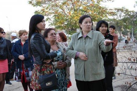 Жители 22 и 21 домов второго микрорайона Актау протестуют против строительства кафе в их дворе (ПРОДОЛЖЕНИЕ)