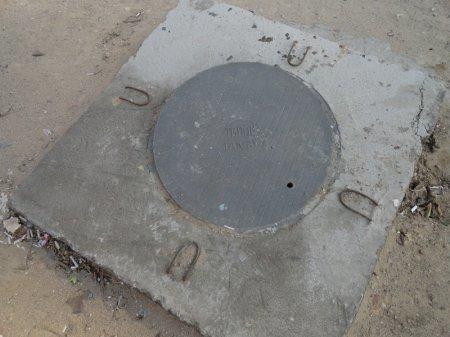 Новые канализационные люки на основе полимера стали устанавливать в Актау