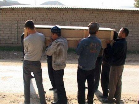 Парней, погибших в Актау при взрыве, привезли в Шымкент в цинковых гробах