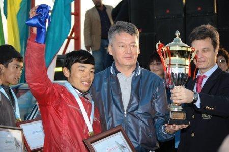 Победитель дистанции 80 км Аугамбаев Нурсултан, приз ВАЗ-2107