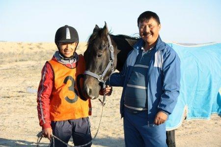 Нурсултан и конь Кара-Куз победители дистанции 80 км