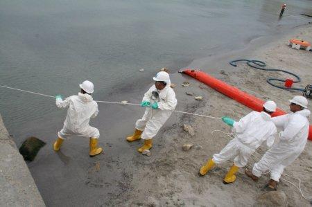 В Мангистауской области успешно проведены практические учения по ликвцидации аварийных разливов нефти