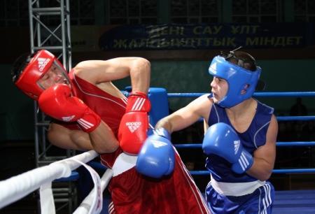 Мангистауские боксеры вырвали победу у команды Восточно-Казахстанской области и вышли в финал