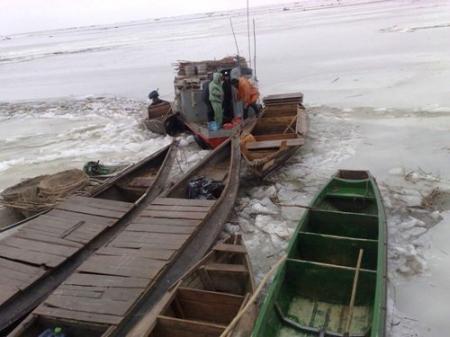 На Каспии спасено 64 рыбака. Поиски остальных продолжаются