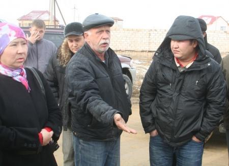 Жители поселка Приморский хотели перекрыть автомобильную дорогу, ведущую в морской порт Актау