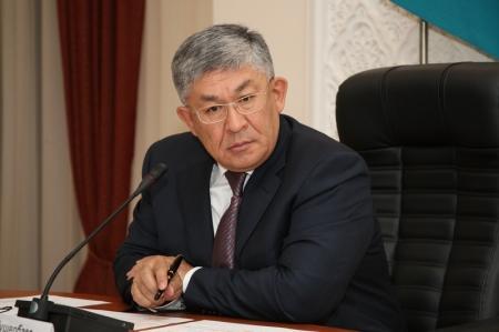 Аким Мангистауской области Крымбек Кушербаев считает, что  устанавливать юрты на проезжей части неправомерно