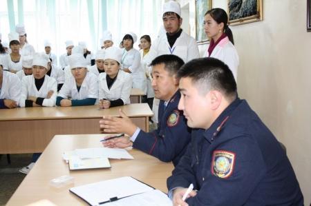 Дорожные полицейские встретились со студентами Актау