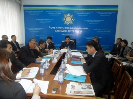 Прокурор Актау раскритиковал деятельность органов, отвечающих за содержание и обслуживание автодорог