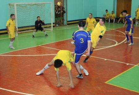 В Актау сотрудники правоохранительных органов выясняли отношения на спортивной площадке