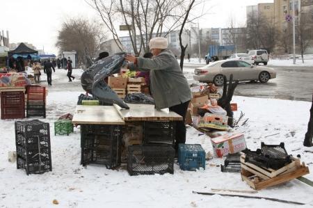 Жители 28 микрорайона Актау против стихийного рынка у магазина «Аман»