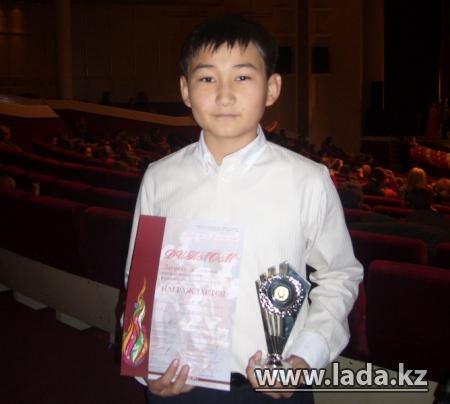Певец из Актау Медет Абугалиев завоевал первое место на фестивале в Санкт-Петербурге