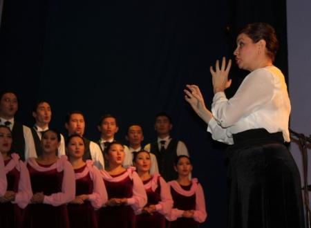 Актеры Мангистауского театра имени Жантурина запели хором