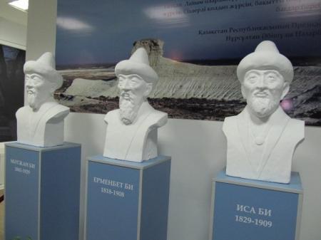 В здании Мангистауского областного суда установлены бюсты исторических личностей
