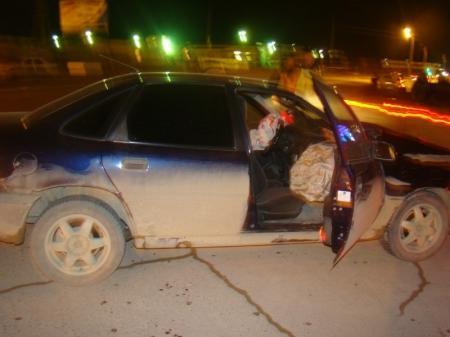 В Актау водитель «Опеля», проехав на запрещающий сигнал светофора, допустил столкновение с двумя другими автомобилями