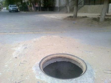 Открытые канализационные люки по-прежнему остаются неразрешимой проблемой в Актау