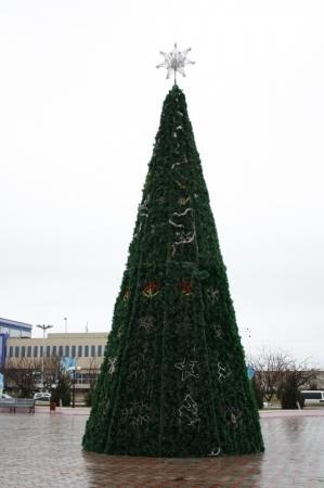 В Актау установили  две главные городские елки