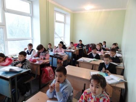 Дети 2 «з» класса средней школы №12 города Актау учатся в антисанитарных условиях