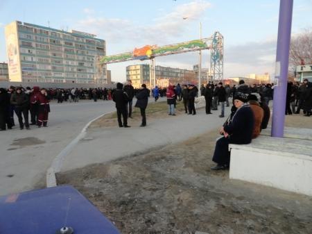 Площадь Ынтамак в Актау оцеплена полицейскими(ФОТО ВИДЕО)