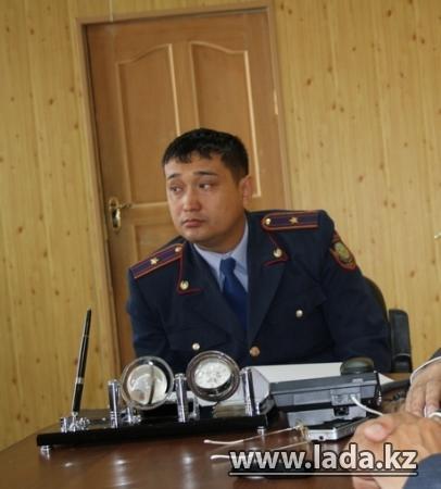 Полицейский, получивший в Жанаозене, в противостоянии с бастующими тяжелую травму, вышел из комы
