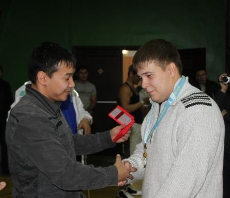 В Актау прошли состязания по жиму штанги лежа