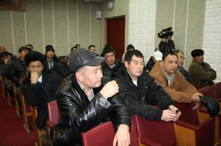 Первый заместитель премьер-министра Умирзак Шукеев снова встретился с уволенными нефтяниками