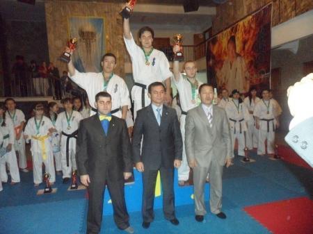 Мангистауские каратисты завоевали шесть медалей на чемпионате и Кубке Казахстана