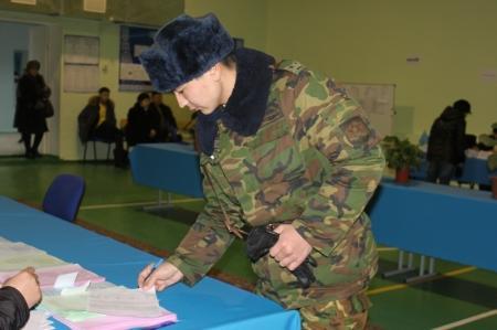 В Актау на всех избирательных участках голосует сводный контингент внутренних войск, прибывших из разных регионов Казахстана
