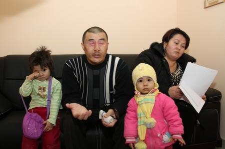 Инвалид с тремя малолетними детьми живет в актауском Доме для престарелых