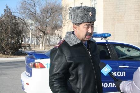 В Актау в эти выходные дни дорожные полицейские штрафовали водителей и пассажиров свадебных кортежей